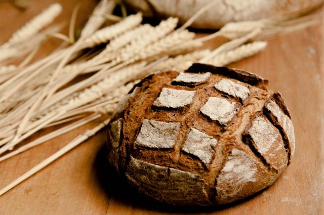 本場のフランスパンはハードパン