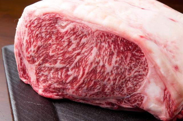 肉の塊からローストビーフ