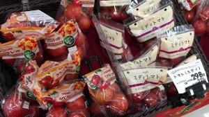 トマトは袋に入れられて売られることが多い