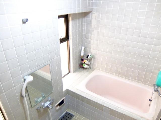 浴槽と歯磨き粉