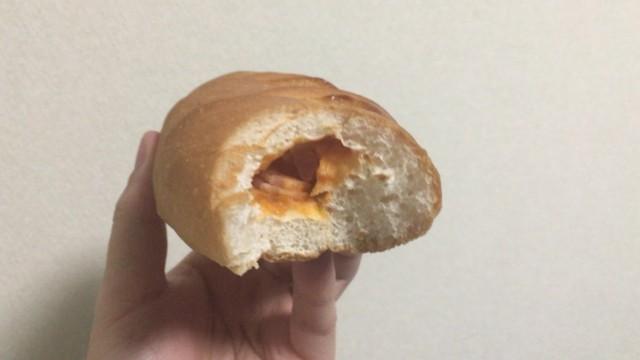 山崎製パン包み焼きピザパンの中身