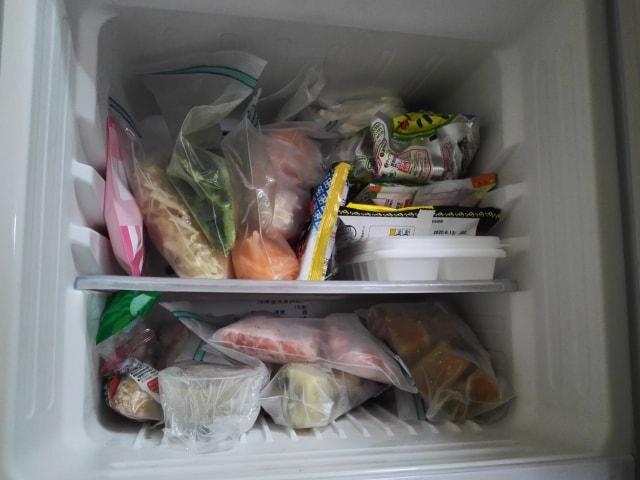 冷凍庫はギュウギュウに詰めた方が冷える